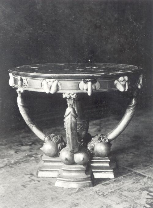 photo du guéridon Catherine II.jpg