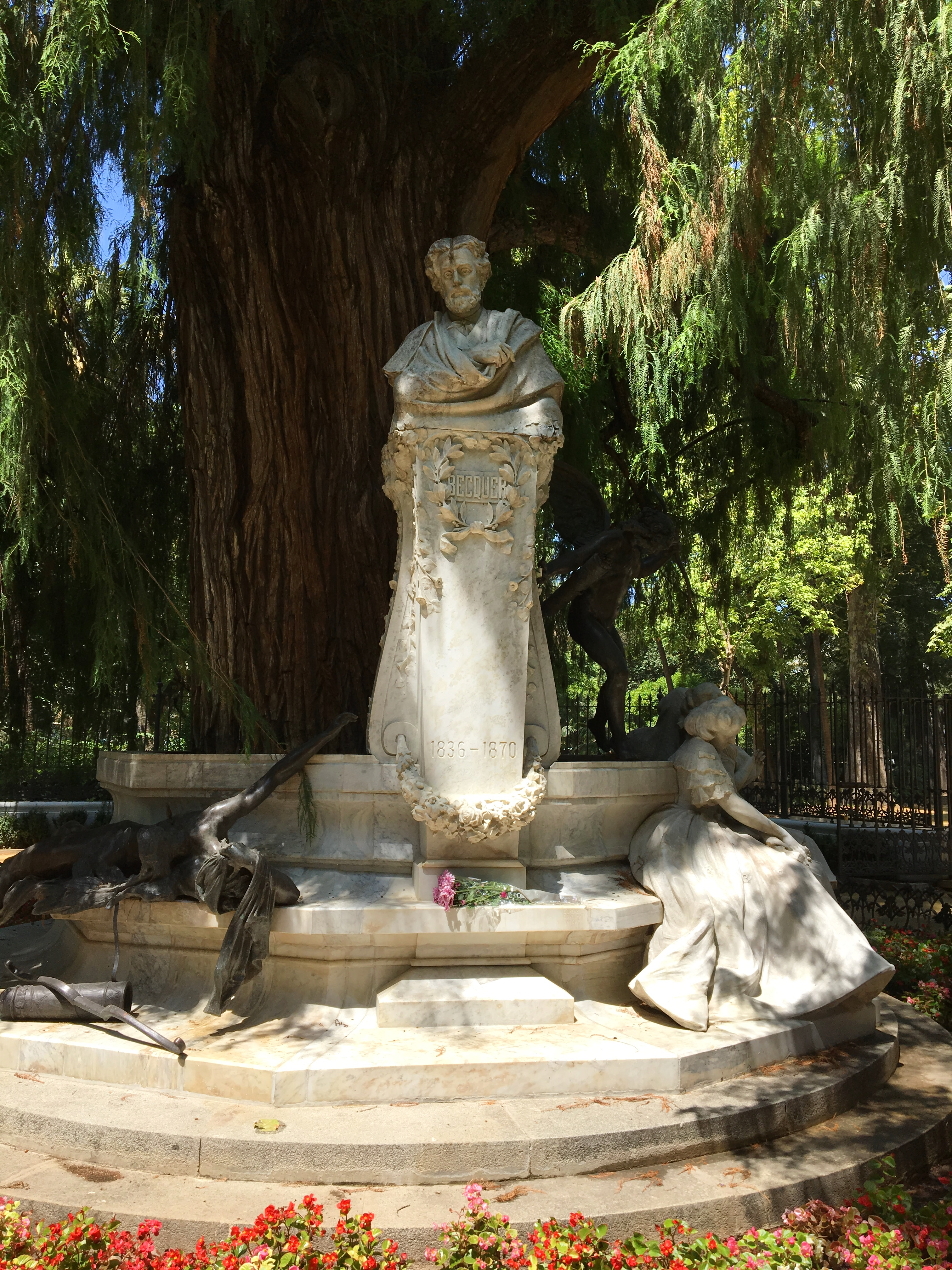 Monument Bécquer face.jpg